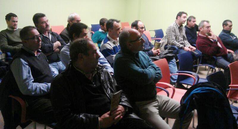 Asistentes a la charla sobre cultivos alternativos en la sede de ASAJA en Peñafiel (Valladolid)